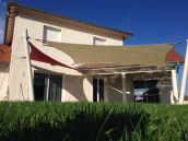 Voiles d'ombrage : Réalisation de toiles tendues sur une terrasse de particulier. La toile utilisée ici est la SOLTIS 92 de SERGE FERRARI. Une solution de protection esthétique et désign.